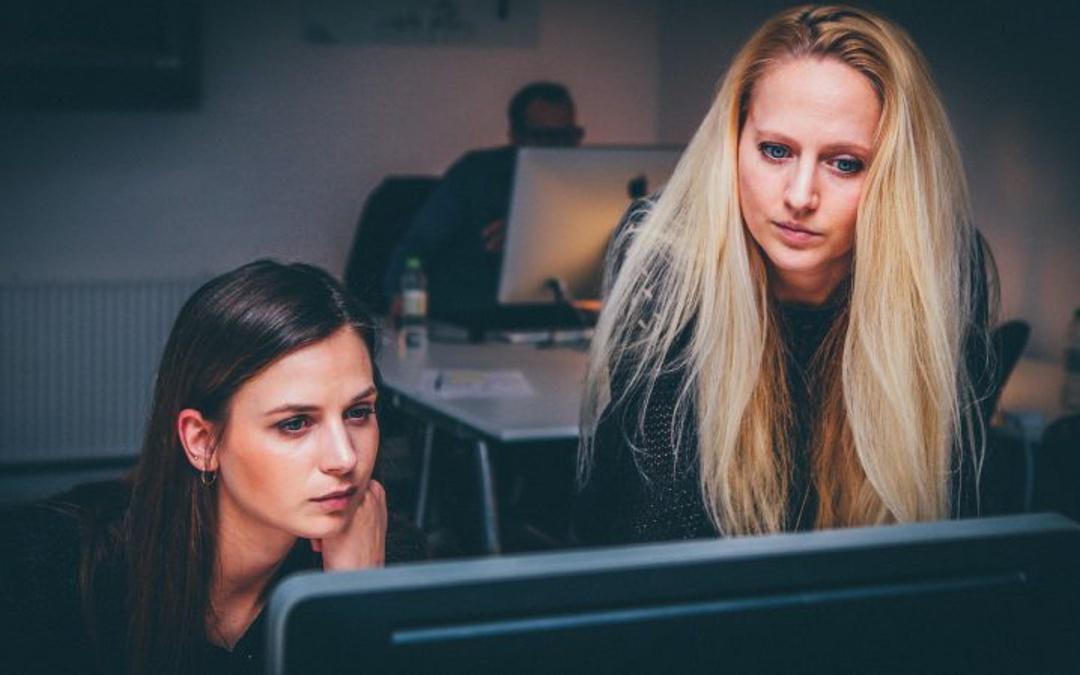 Há mais mulheres no topo das empresas mas têm pouco poder